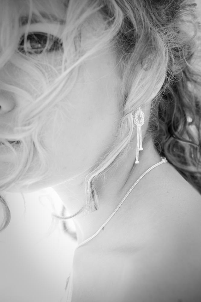 La préparation de la mariée en noir et blanc 3